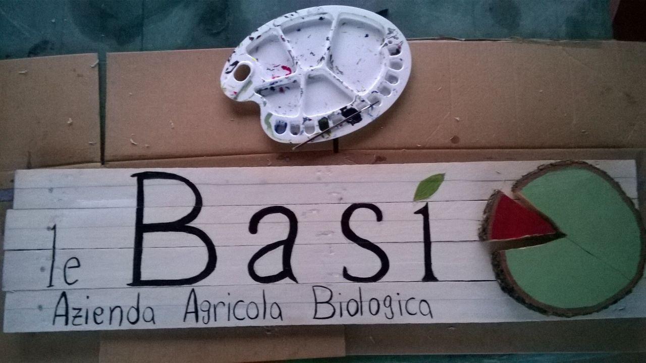 Insegna le basi con materiale riciclato